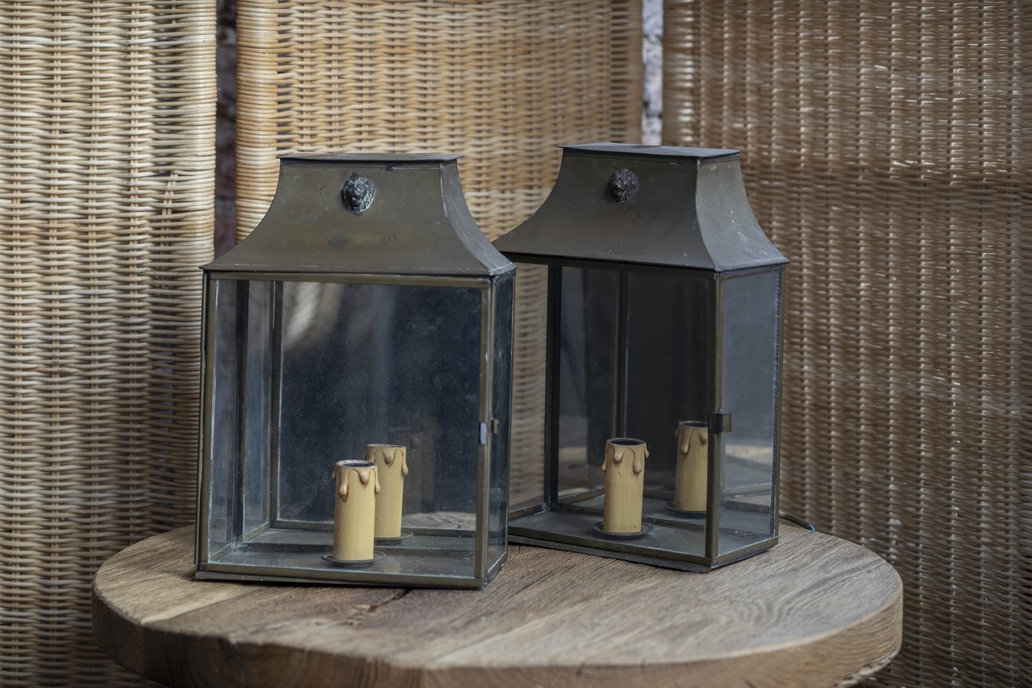 Product image for Vintage exterior aged brass wall lights